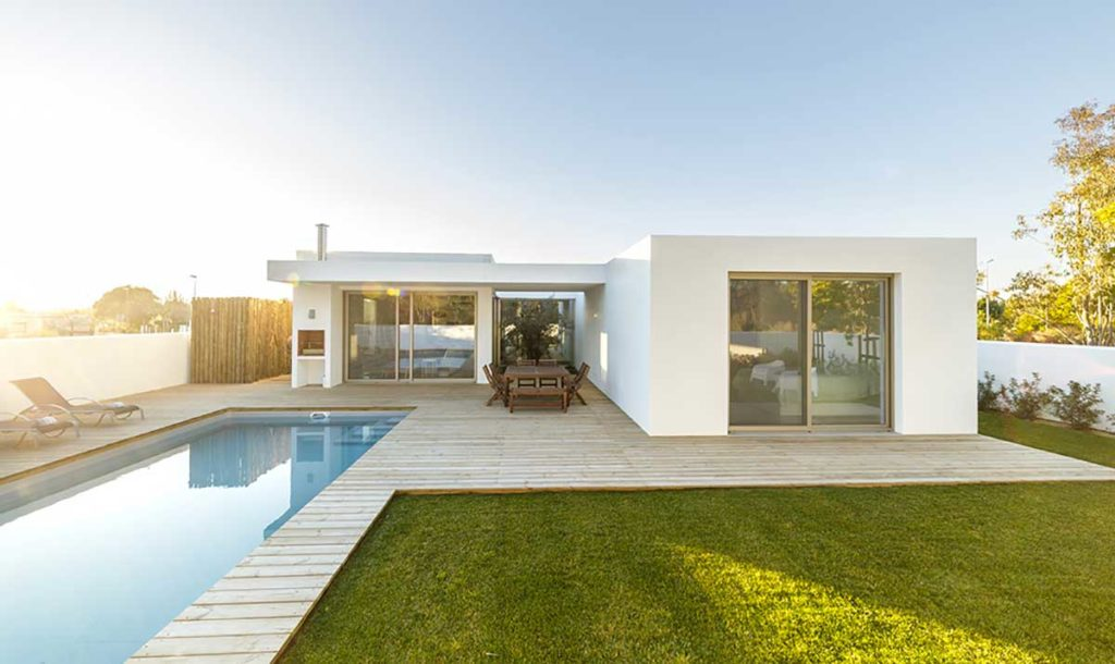 esempio di una casa in paglia moderna