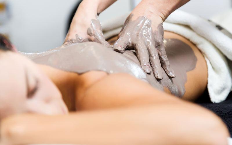 Per la tua casa in paglia utilizziamo la stessa argilla con cui ti massaggiano in Spa