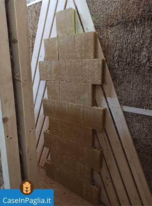 parete prefabbricata in legno e paglia